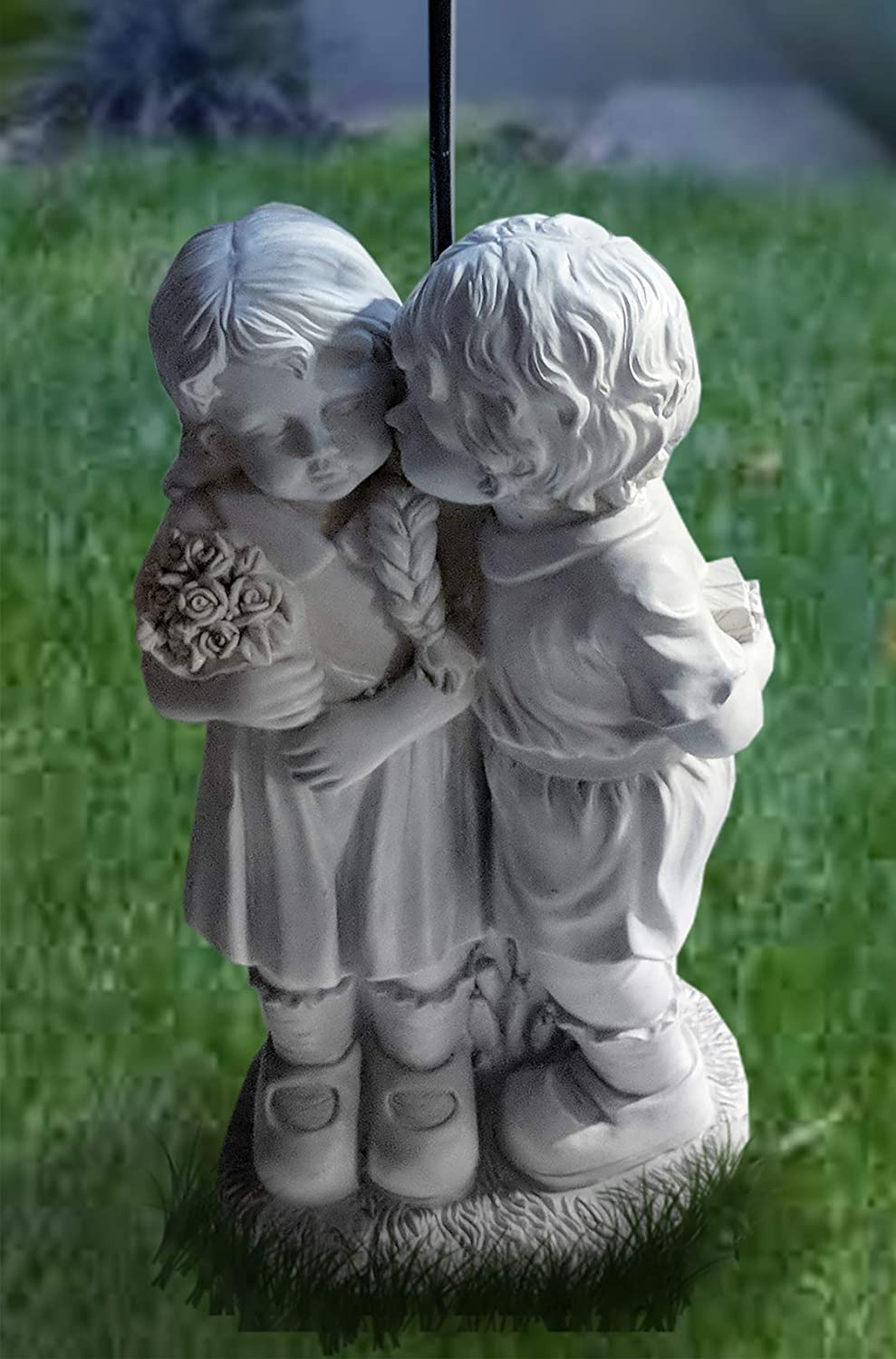 CT DISCOUNT STORE Adorable Kissing Boy and Girl (Kissing Boy and Girl with Solar Romatic Night)