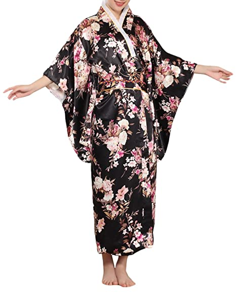 052693fec2 Amazon.com  Old-to-new Women s Silk Japanese Traditional Kimono Robe Floral  Bathrobe Party Robe  Clothing