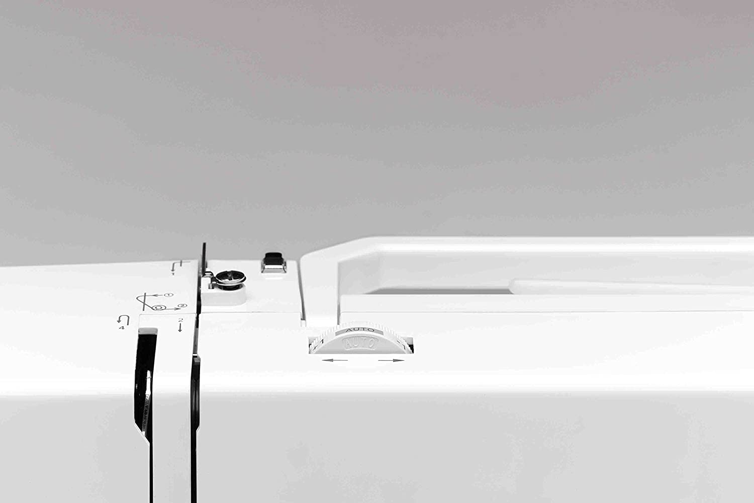 SINGER 7463 Confidence 30-Stitch Electronic Portable Sewing Machine