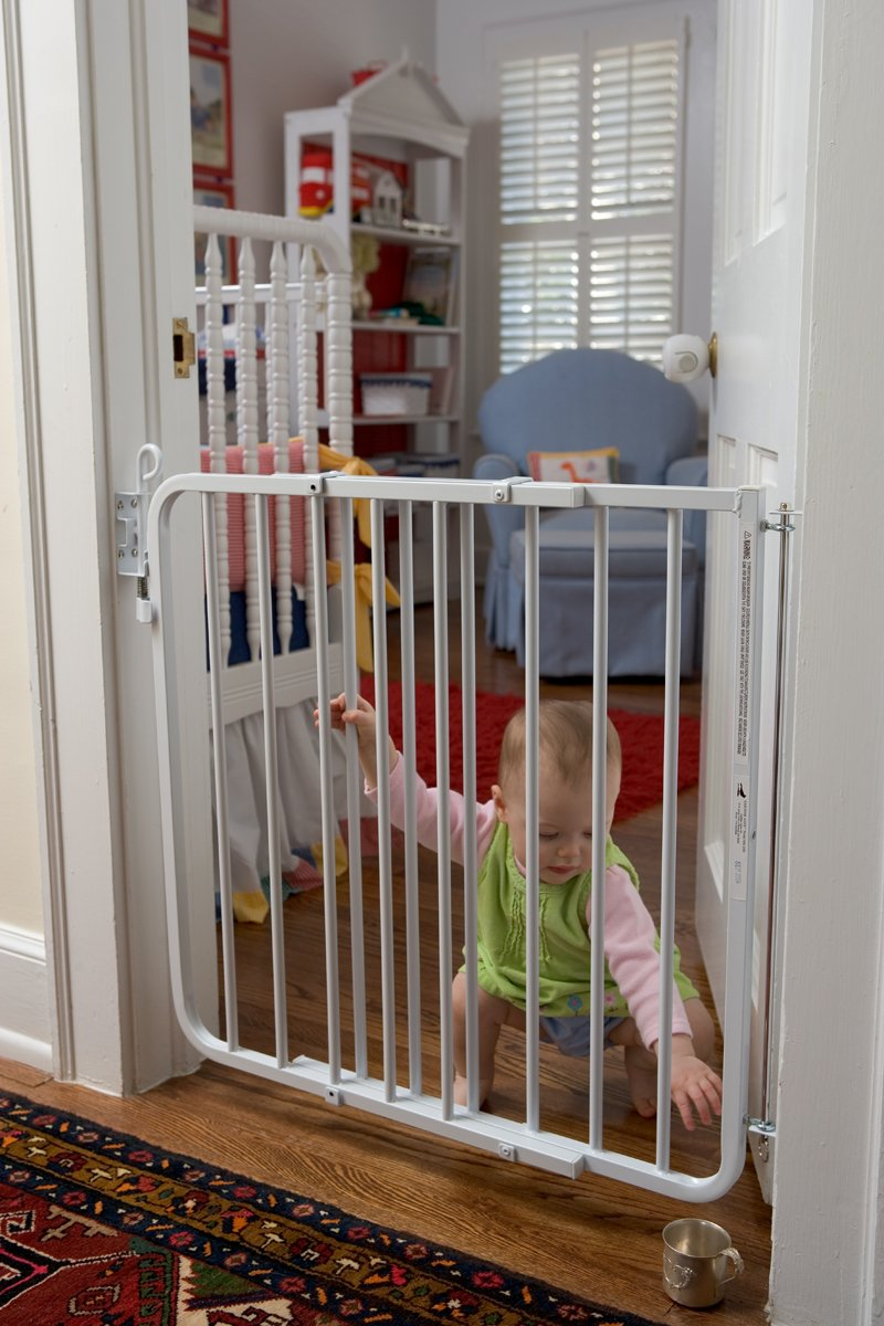 Amazon.com : Cardinal Gates Auto Lock Gate, White : Indoor Safety Gates :  Baby