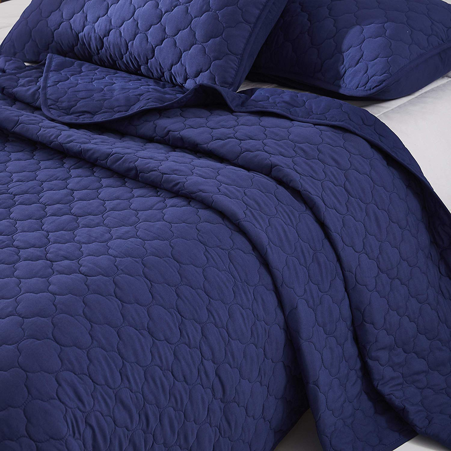 """OVERSIZE QUEEN BLUE SOLID COLOR QUILTED BEDSPREAD COVERLET (106""""X100"""") + 2 STANDARD SHAMS (20""""X26"""") HYPOALLERGENIC OVERFILLED BLANKET, 20'' FALL EACH SIDE -HOME, HOTEL/MOTEL, AIRBNB, RENTALS- 6.28 LBS"""