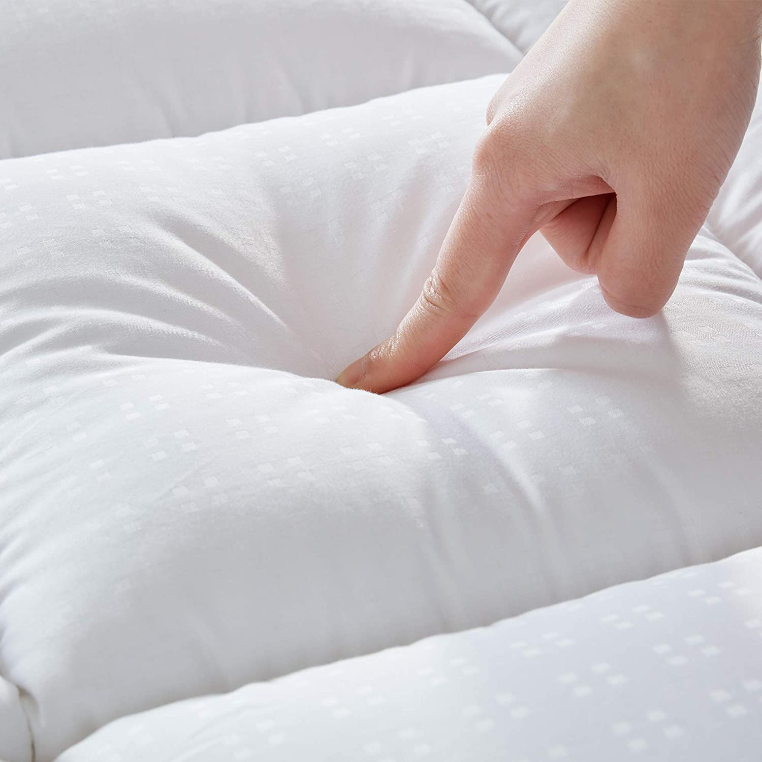 SLEEP ZONE Luxury Mattress Pad Cover Cooling Cotton Top Overfilled Extra Thick Soft Down Alternative Topper Quilted Pillow Top Upto 21 inch Deep Pocket, White, Queen