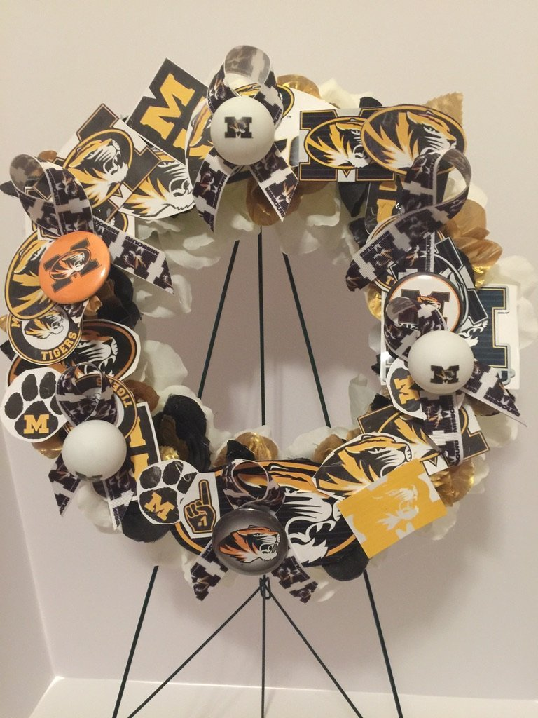 COLLEGE PRIDE - UM - UNIVERSITY OF MISSOURI - TIGERS - DORM DECOR - DORM ROOM - COLLECTOR WREATH - BLACK, GOLD, AND WHITE ROSES