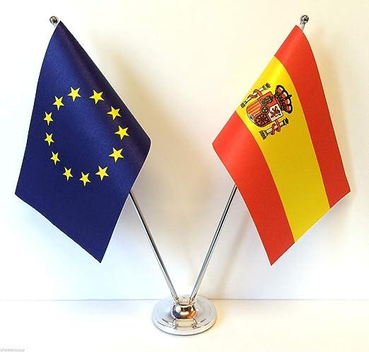 Flagmania® - Banderas de la Unión Europea y España de Cromo y satén para Mesa de Escritorio + Insignia de botón de 59 mm: Amazon.es: Jardín