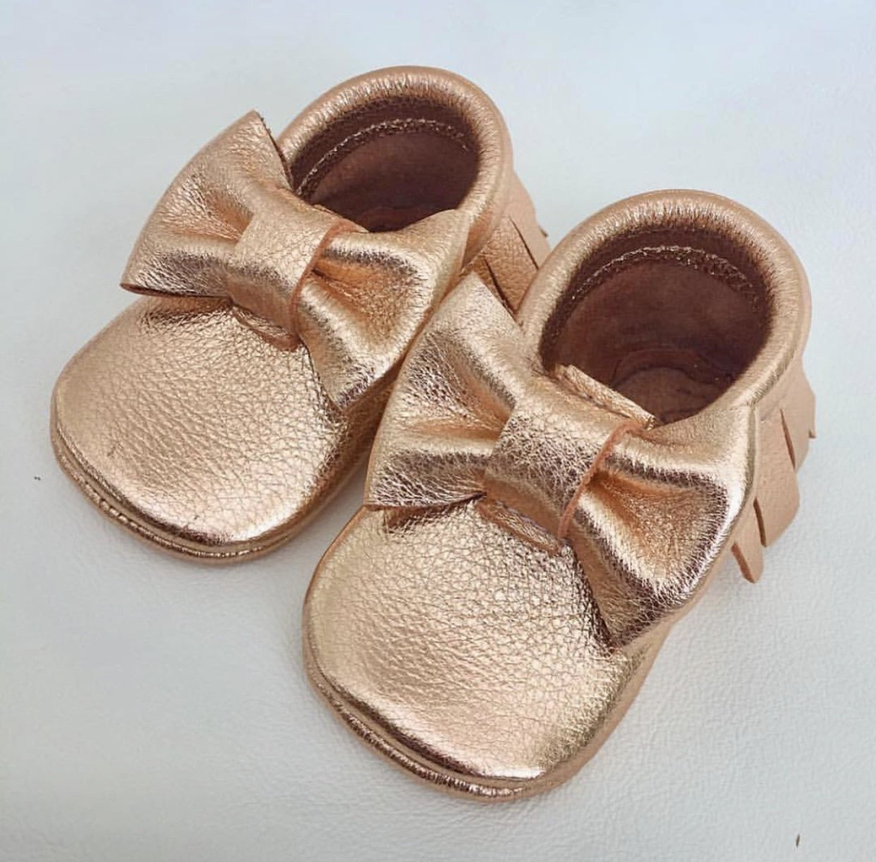 30d3e1add4924 Amazon.com: Rose Gold Bow Baby Moccasins: Handmade