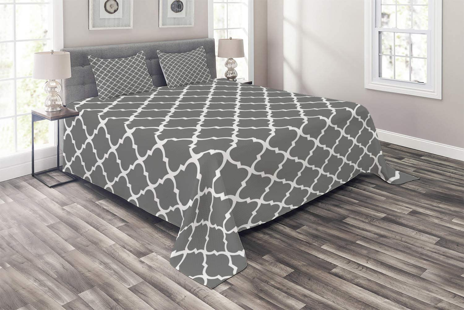 Ambesonne Grey Coverlet, Quatrefoil Pattern Barbed Design Geometric Leaf Print Lattice Country Life Inspired, 3 Piece Decorative Quilted Bedspread Set with 2 Pillow Shams, King Size, Gray White