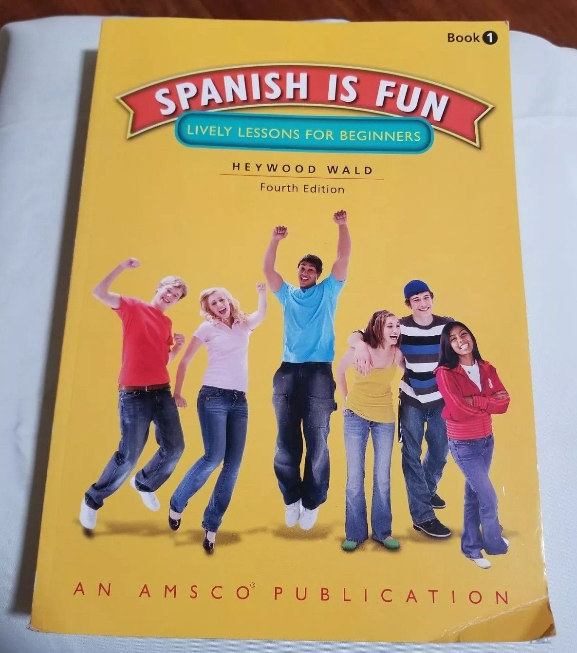 Spanish is fun lively lessons for beginners 4th edition heywood spanish is fun lively lessons for beginners 4th edition heywood wald 9781567658156 amazon books fandeluxe Choice Image