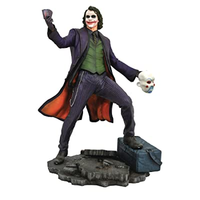 DIAMOND SELECT TOYS DC Gallery: The Dark Knight: The Joker PVC Figure: Toys & Games