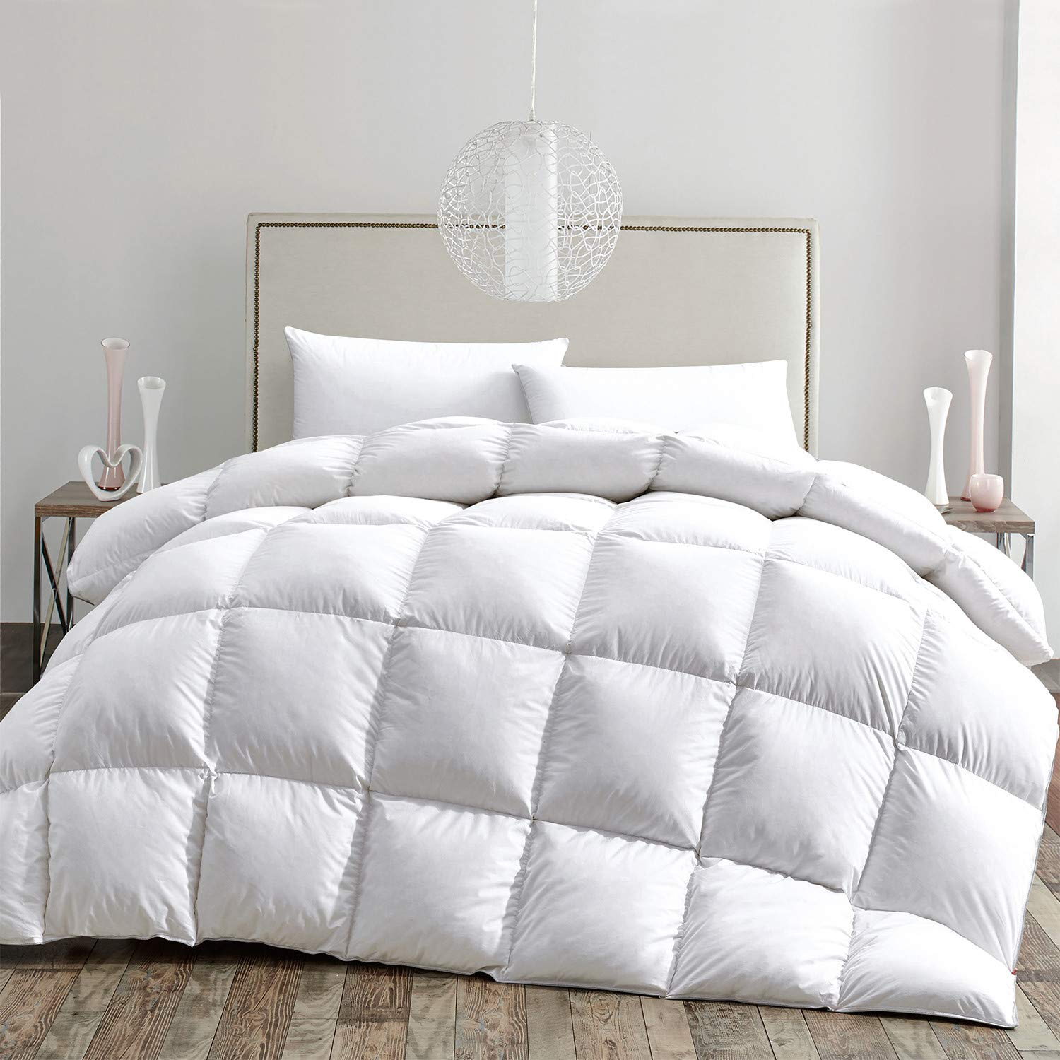 HOMBYS Luxurious Lightweight White Goose Feather Comforter Down Duvet Insert King/Cal King Size Hypo-allergenic 70oz Fill Weight 100% Cotton Cover Down Proof with Corner Tabs (King,White)