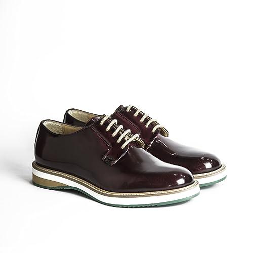 Scarpe stringate uomo in pelle abrasivata modello Derby di colore bordeaux  con gomma bicolore scarpe artigianali d28ac386622