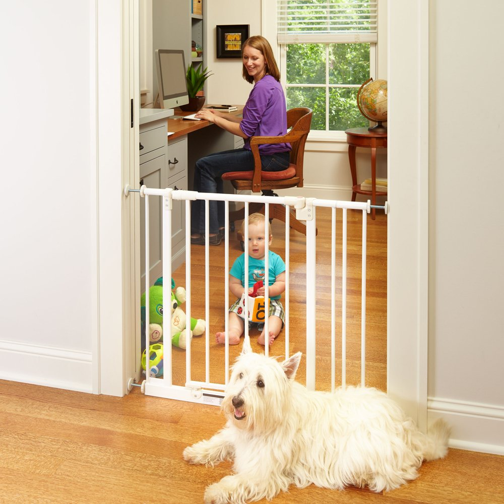 ''Easy-Close Gate'' by North States: The multidirectional swing gate with triple locking system - Ideal for doorways/between rooms. Pressure mount, fits openings 28'' to 38.5'' wide (29'' tall, Soft white) by North States (Image #5)