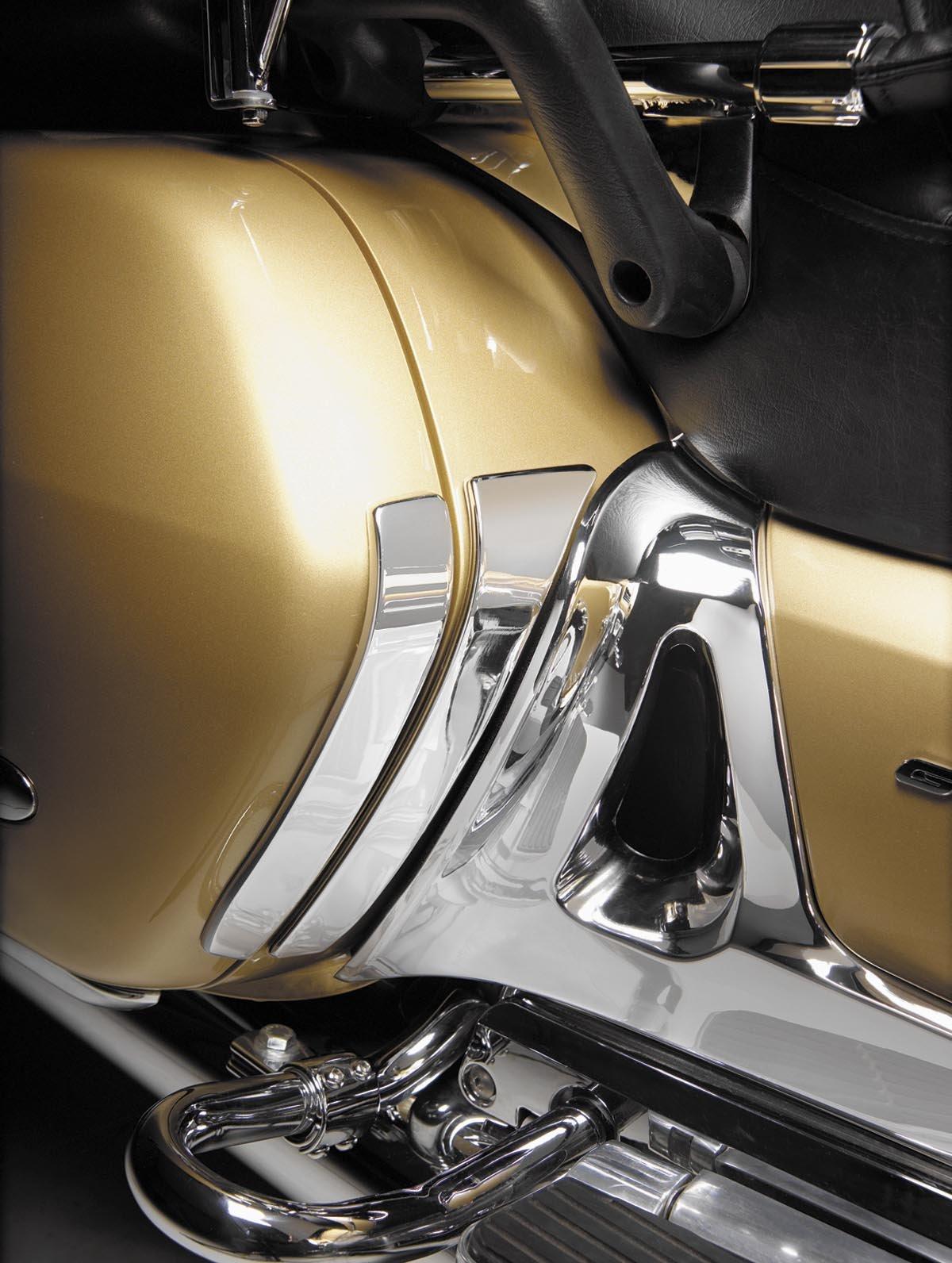 Show Chrome Accessories 52-761 Chrome Saddlebag Scuff Plate