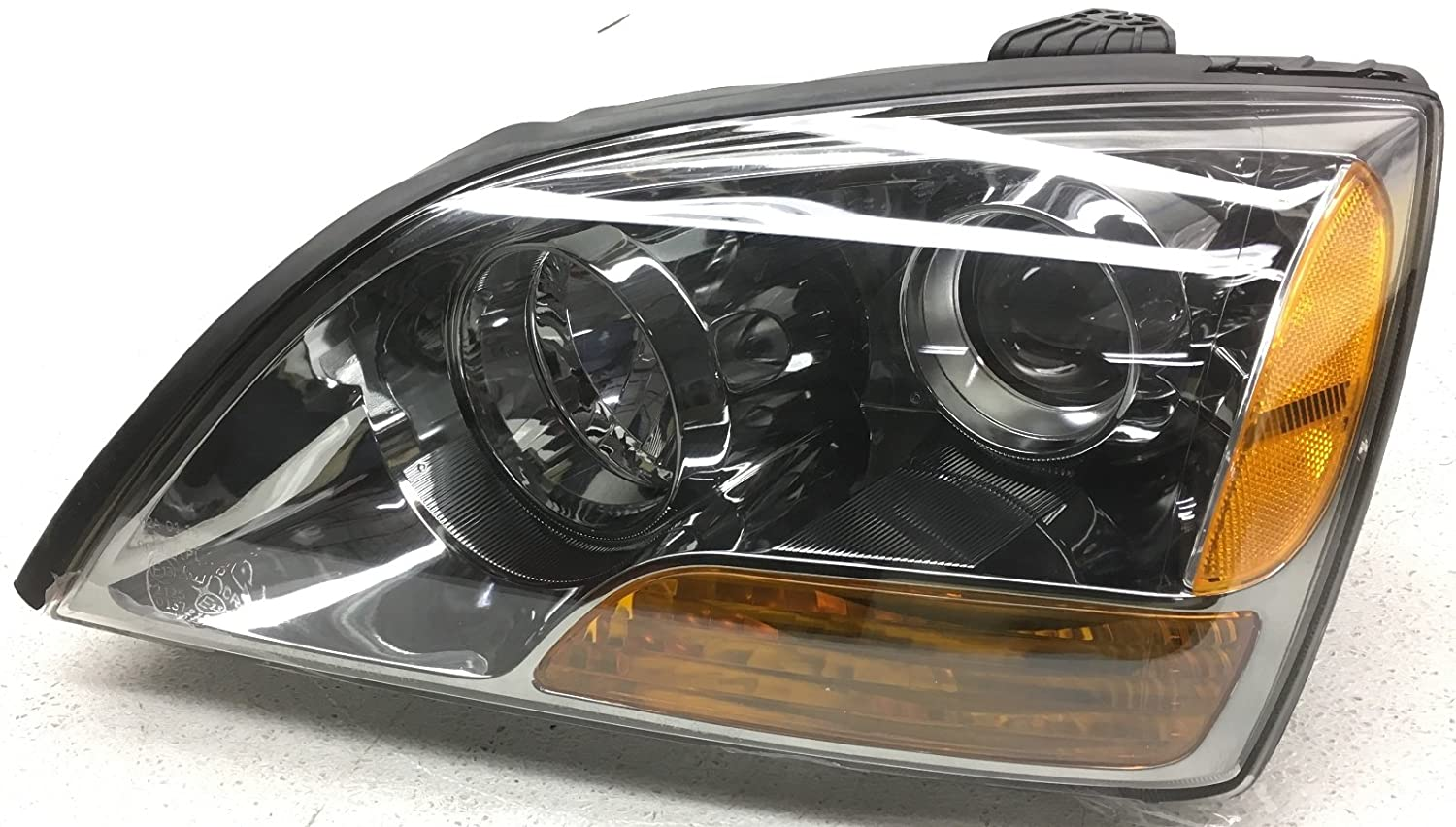 Genuine Kia Sorento Driver Side Headlight Assembly Composite 92101-3E540 Partslink Number KI2502126
