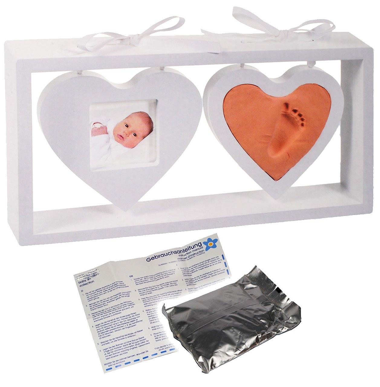Unbekannt 3-D Bastelset _ Händeabdruck + Fußabdruck - incl. Rahmen + Name - 2 hängende Herzen in weiß - Babyfoto - Babyabdruck - Set Ton Abdruck - Aufstellen - gießen G.. Kinder - land