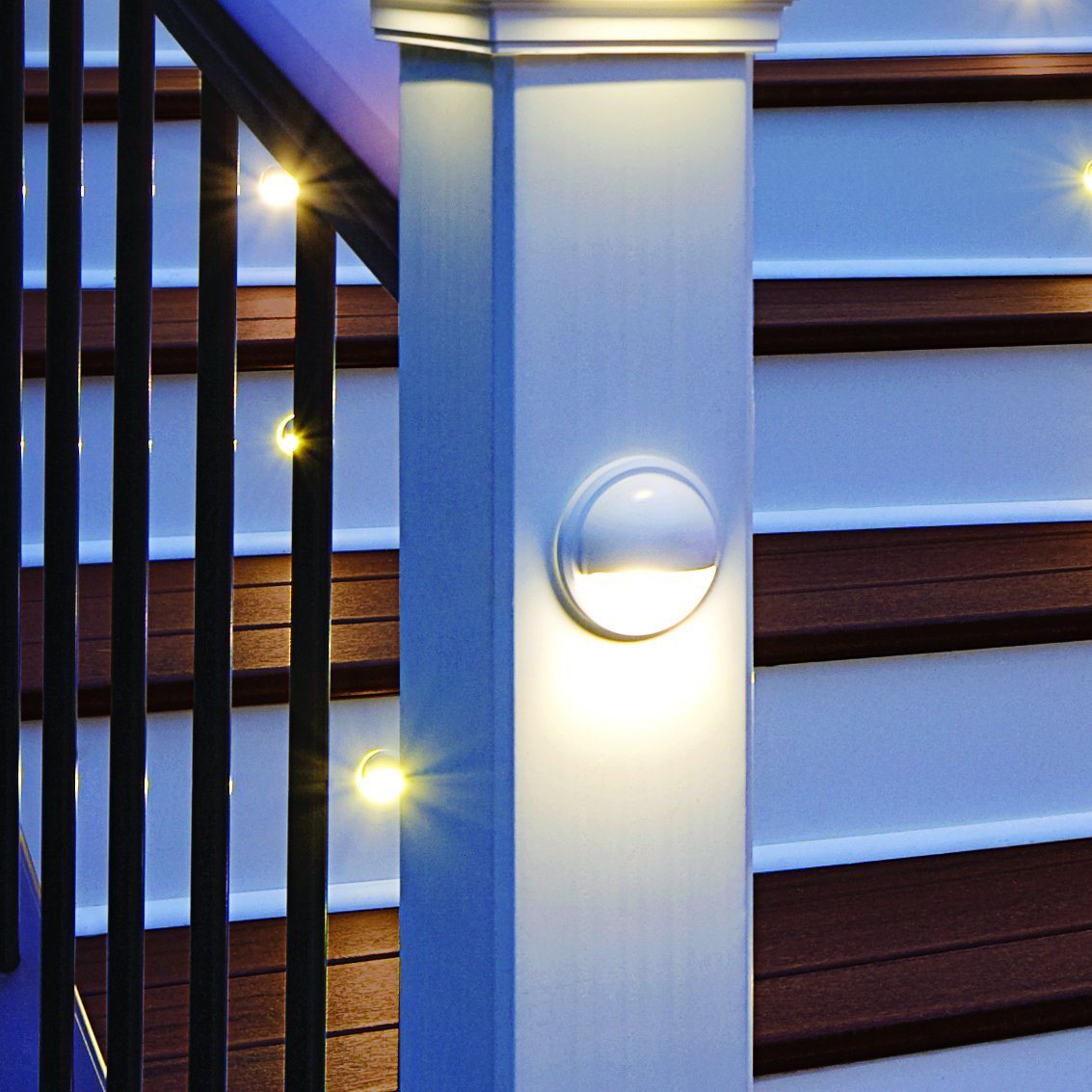 LED Post Lamp- Classic White, WTLAMPLEDC by TREX