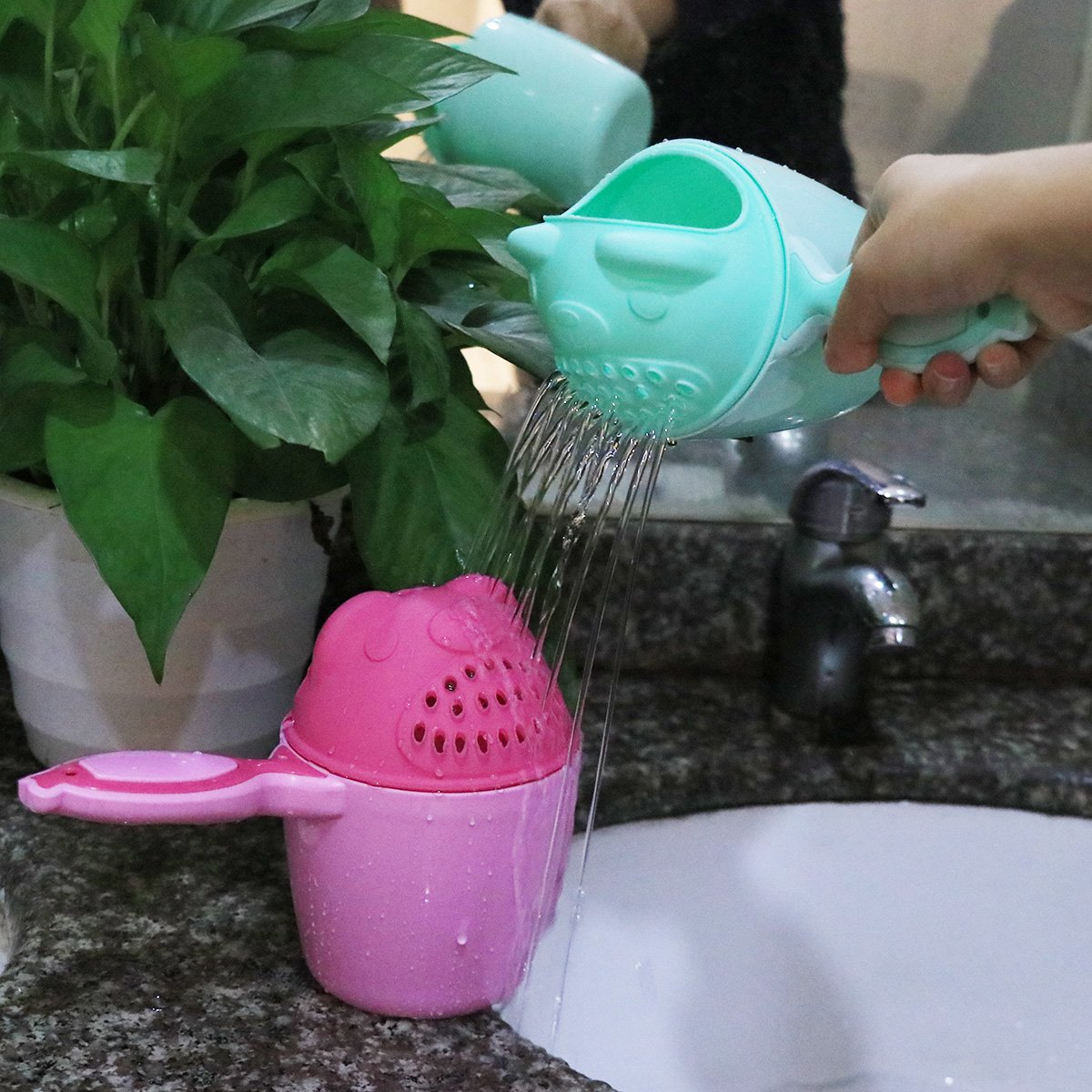 CHICTRY Baby Shower Rinse Cup Cute Cartoon Bear Shaped Kids Bath Bailer Shampoo Rinser Wash Hair Eye Shield Shampoo Bath Spoon Light Green One Size
