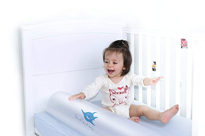 Amazon.com: Shark - Parachoques hinchable para cama de bebé ...