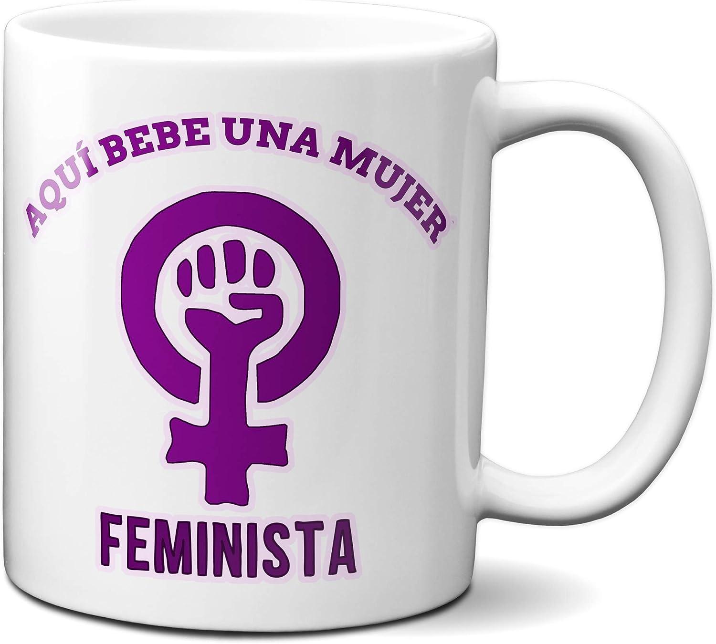 Planetacase Taza Feminismo - Aquí Bebe una Mujer Feminista - Regalo Original Ceramica 330 mL