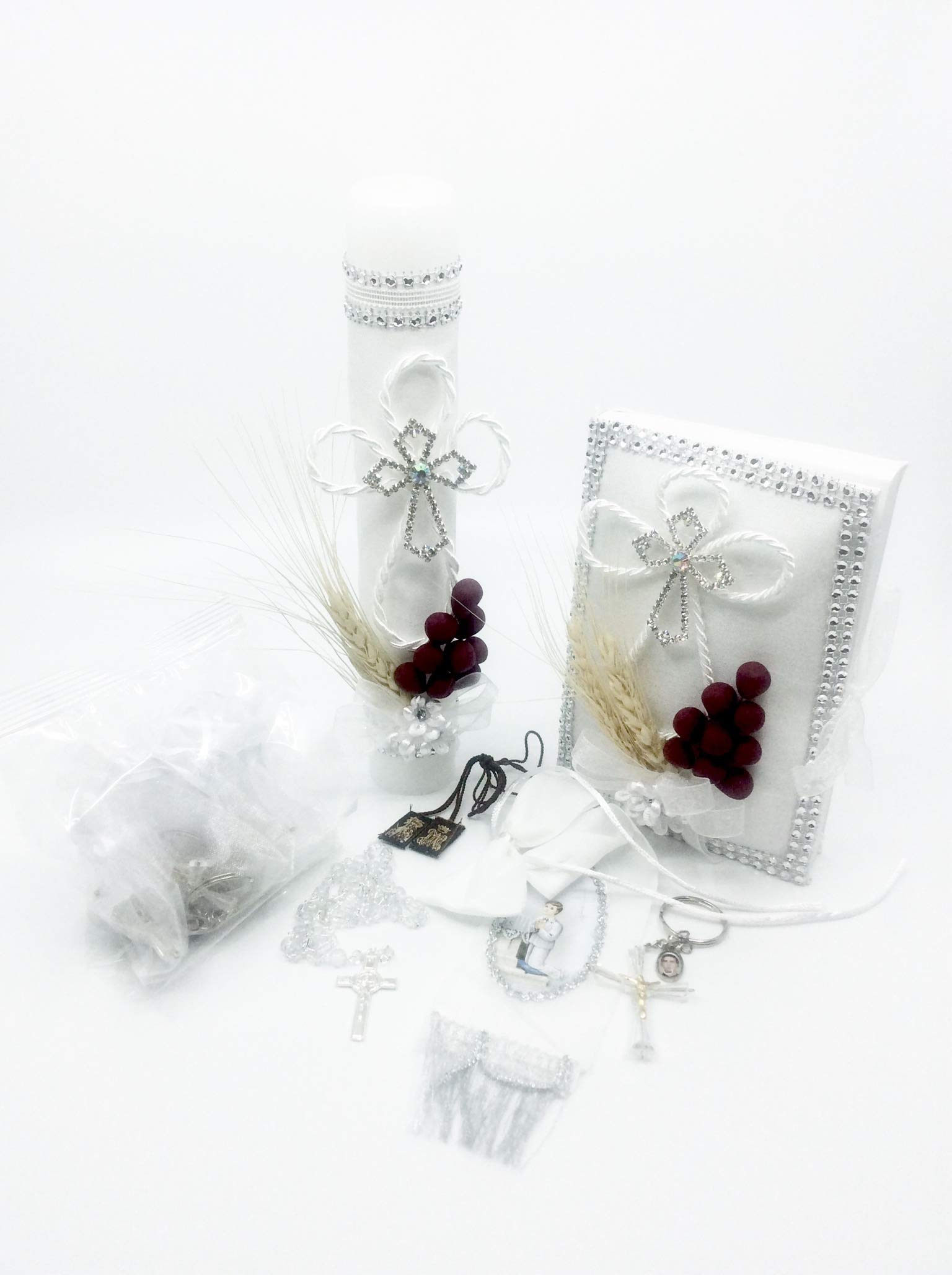 Casa Ixta First Communion Candle Set for Boy with Grapes Detail