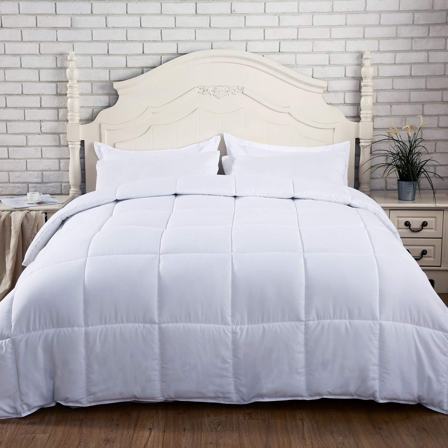 SNUZZZZ Snuz Premium Down Alternative Comforter (Queen)