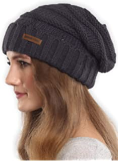 dcd8e0acb Amazon.com: Dakine Women's Zoe Beanie, Black, One Size: Sports ...