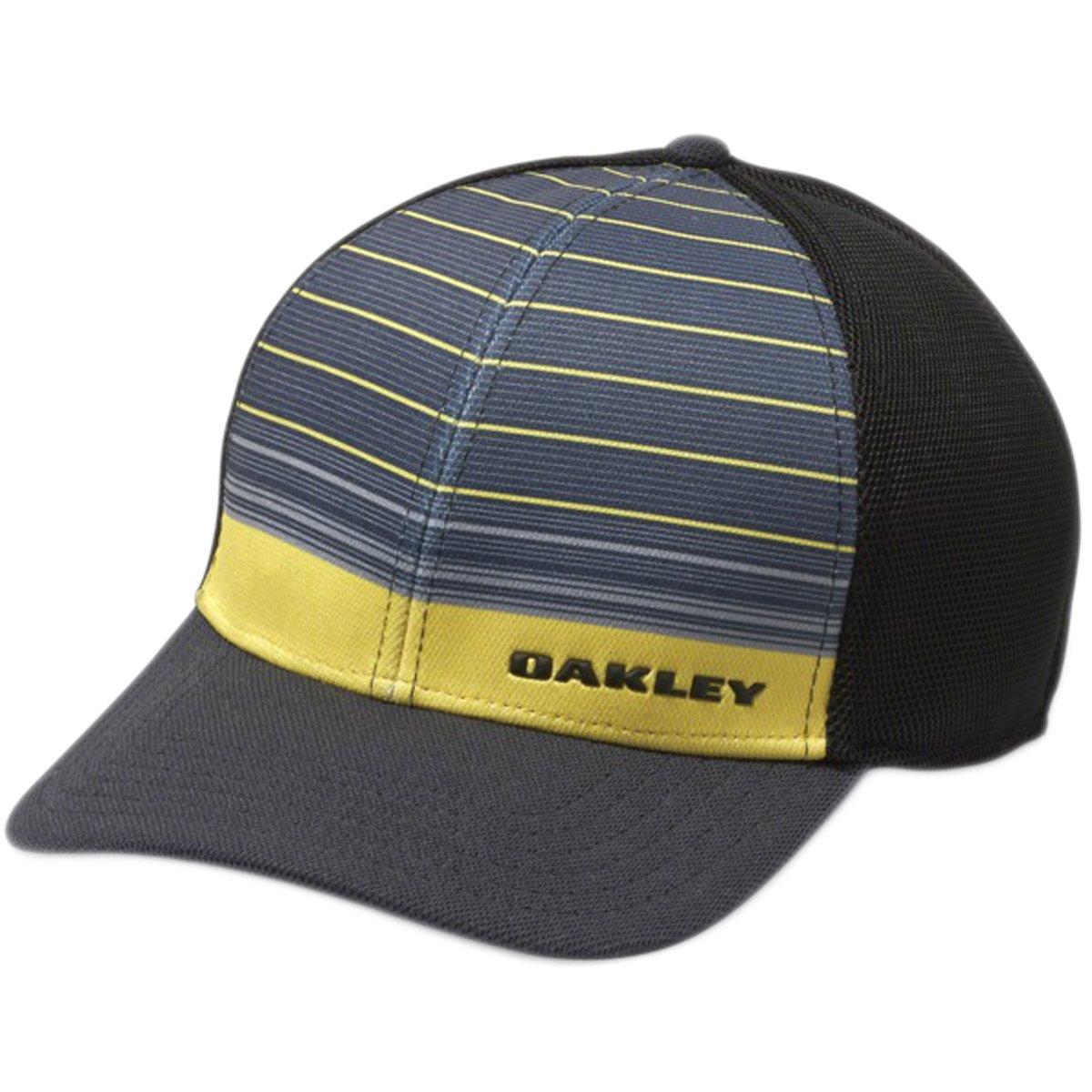 937abff2c7d Amazon.com  Oakley Mens Silicon Bark Trucker 4.0 Print Flexfit Hat  Sports    Outdoors
