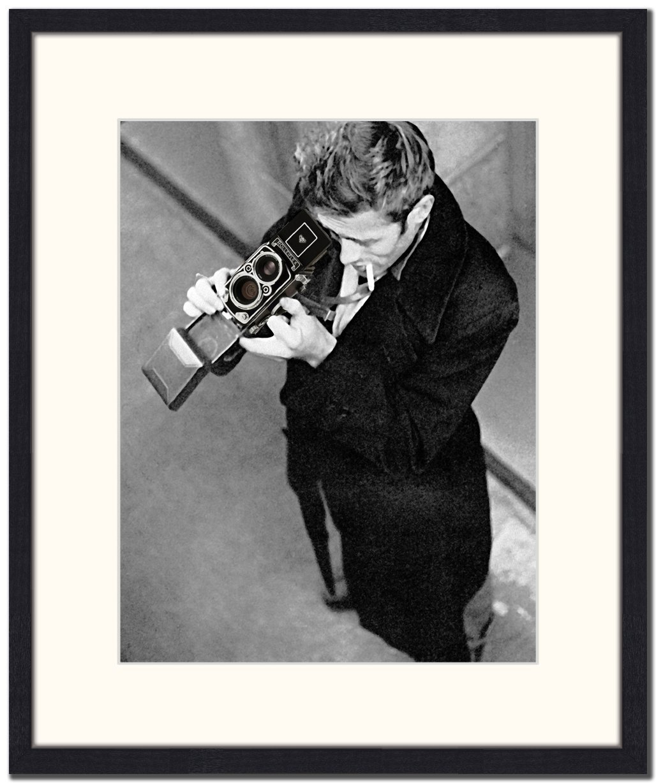 Jacob Baden James Dean mit Kamera Gerahmter Druck, mehrfarbig, 76,5 x 56,5 x 6 cm