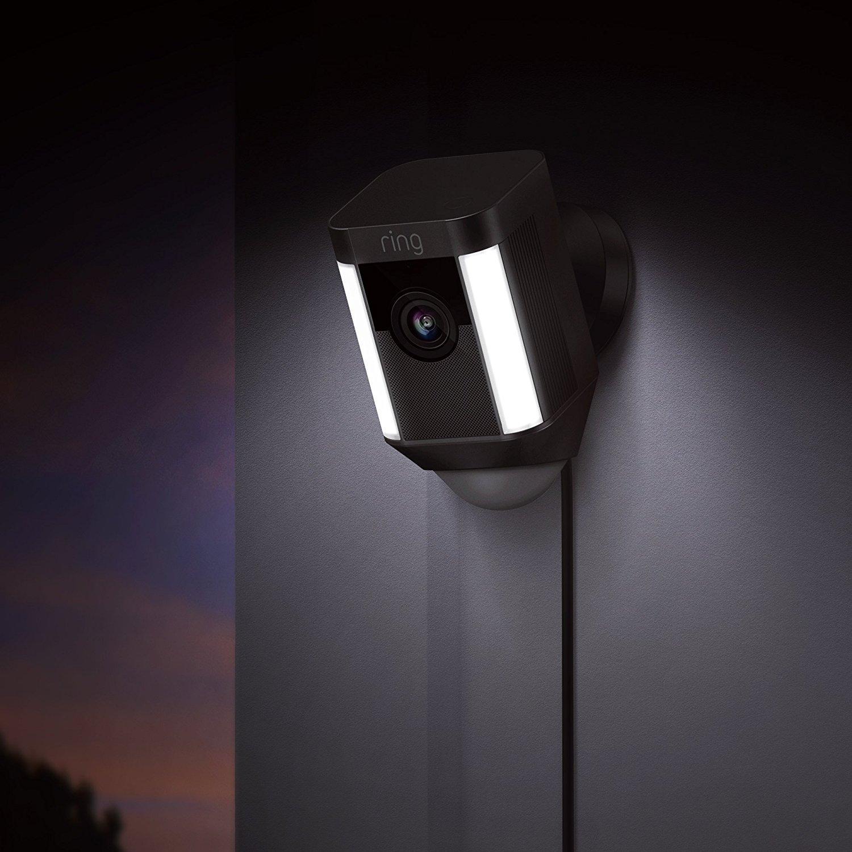 Ring Spotlight Cam Wired | Cámara de seguridad HD con foco LED, alarma, comunicación bidireccional, enchufe UE