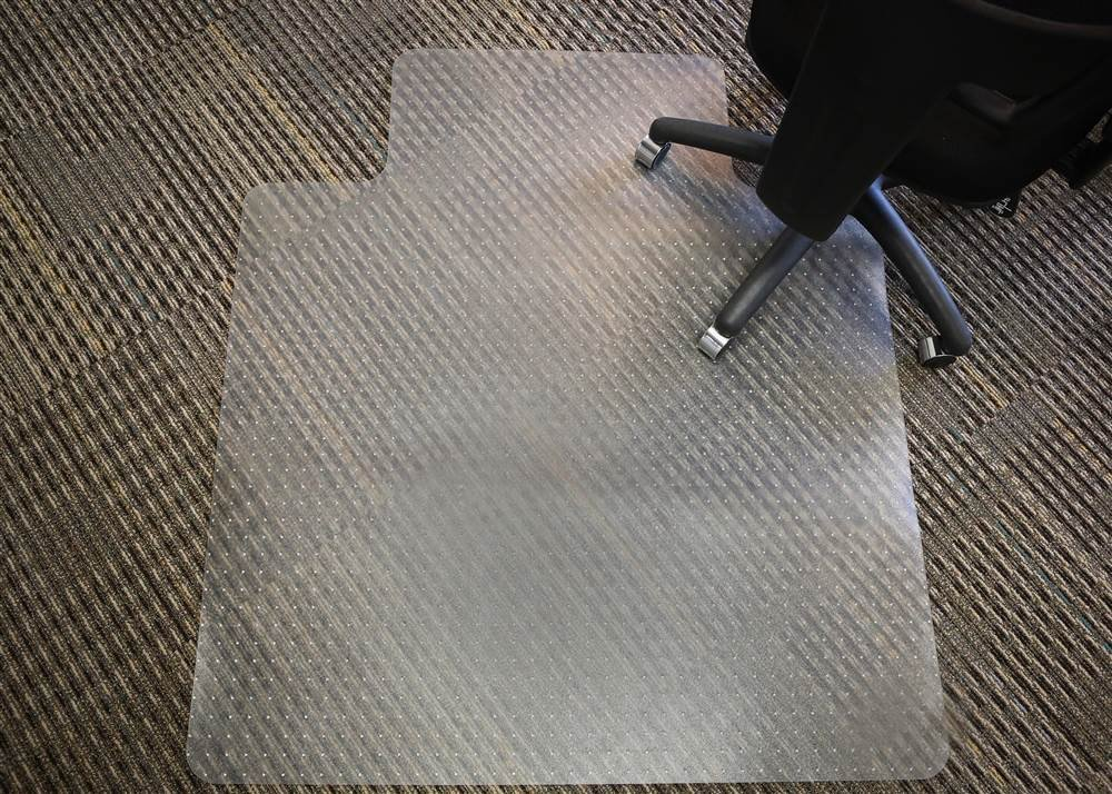 Mammoth Office Products PVC Plastic Chair Mat for Standard Pile (3/8-Inch in or Less) Carpeting, 48 x 60 Inches Rectangular with Lip for Under-Desk (V4660LSP)