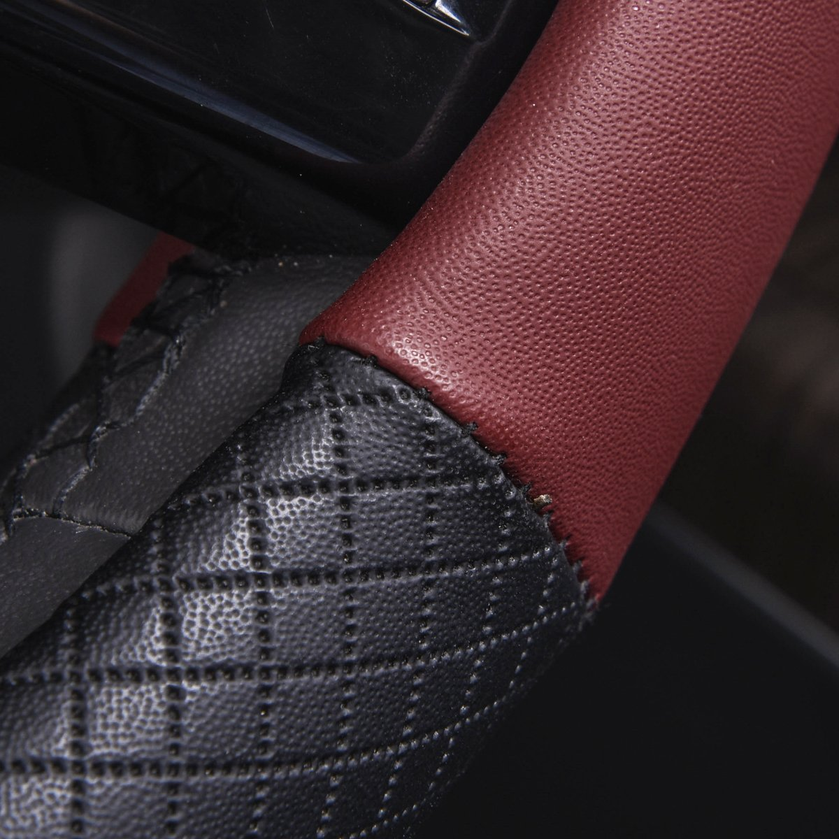 Black And Wine Red CAR PASS NEW ARRIVAL Rhombus Leather Universal Steering Wheel Cover fit for vehicles,Suv