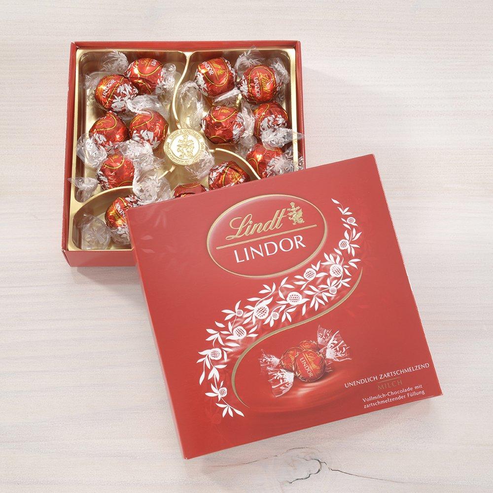 Amazon.com : Lindt Lindor Präsent Box, Milch : Chocolate Truffles ...