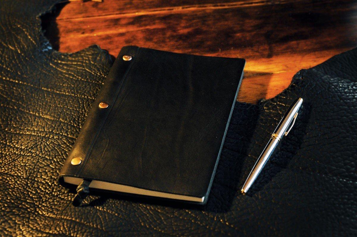 3-Screw Vachetta Leather Journal - Walnut (Onyx) by Borlino