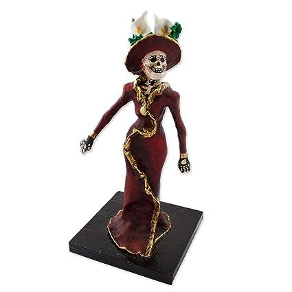 Novica Borgoña Oro Tono Cultural Escultura De Papel Maché