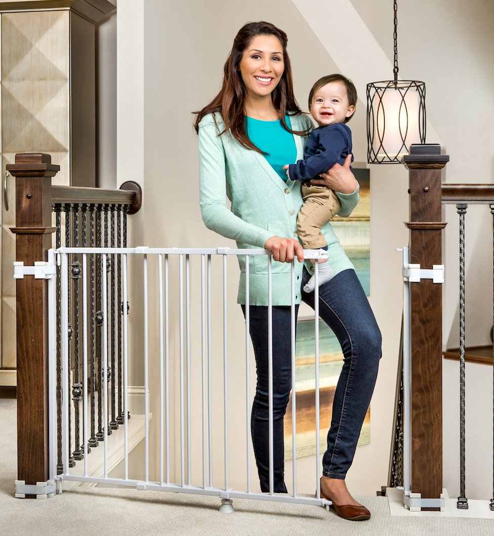 5. Regalo Top Of Stairs Expandable Metal Gate