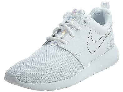 a18456f9f4f51 NIKE Women s 833928-101 Fitness Shoes