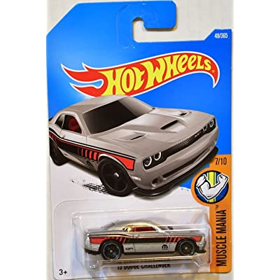 Hot Wheels 2020 Muscle Mania '15 Dodge Challenger 48/365, Silver: Toys & Games