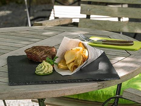 Piatti Cucina In Ardesia : La triglia cruda è servito su insalata riccia sul piatto dell
