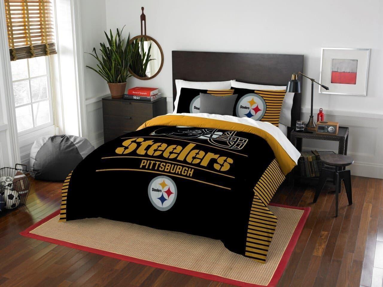 "Pittsburgh Steelers - 3 Piece FULL / QUEEN Size Printed Comforter Set - Entire Set Includes: 1 Full / Queen Comforter (86"" x 86"") & 2 Pillow Shams - NFL Football Bedding Bedroom Accessories"