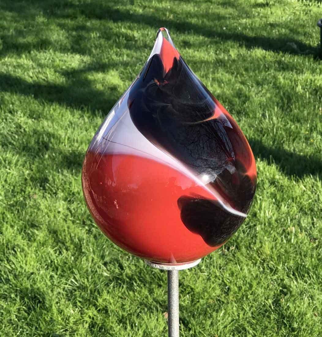 Rosenkugel Glaszwiebel Etna auf Stab Gartenstecker Handgefertigte Gartenstele