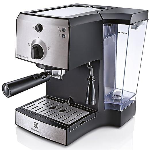 4 opinioni per Electrolux EEA111 freestanding Manual Espresso machine 1.25L 1cups