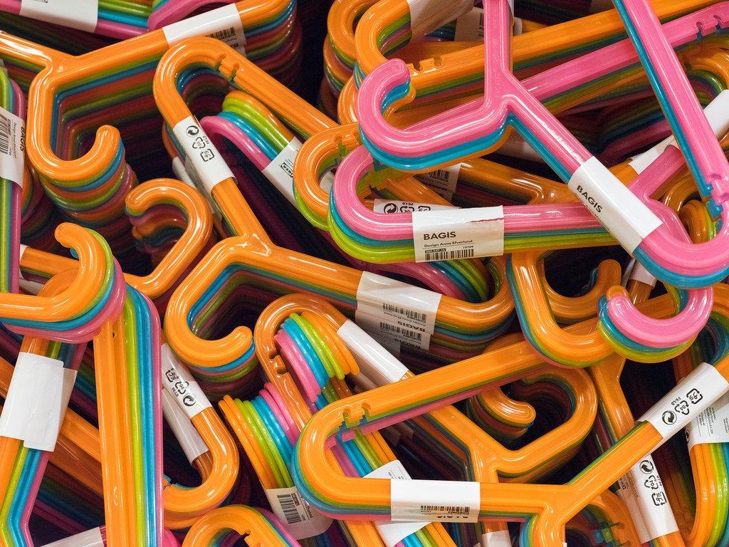 Amazon.com: IKEA BAGIS – Colgador de plástico con muescas ...