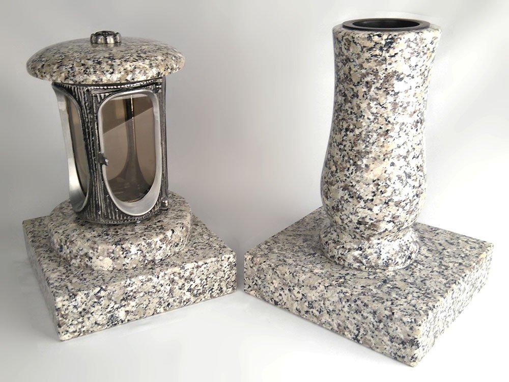 designgrab Alu Grablampe aus Aluminium in Antikoptik und Grabvase Taille-medium und 2 St/ück Sockel eckig in Granit Schlesisch//Striegauer//Dornberg//sehr /ähnlich dem Clair du Tarn und Bianco Sardo