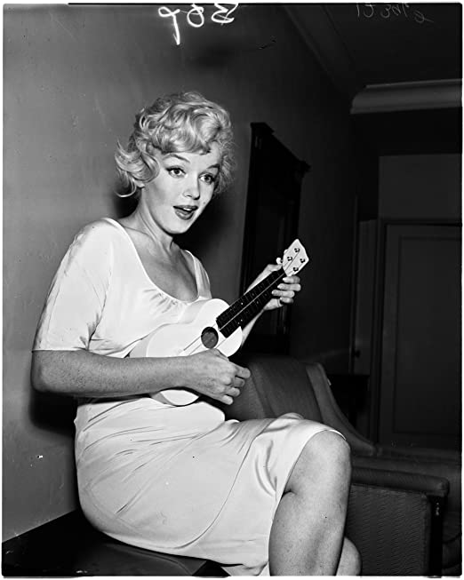 Marilyn Monroe with Guitar High Quality Picture