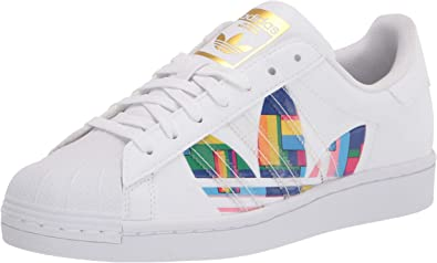 Galleta superstición Denso  Amazon.com | adidas Superstar Pride Shoes #FY9022 | Fashion Sneakers