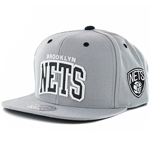 info for 24776 6dc7f Amazon.com   Mitchell   Ness Men s NBA Brooklyn Nets Reflective Arch Snapback  Hat   Clothing