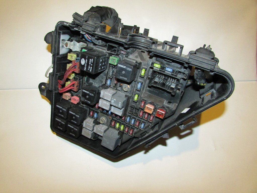 04 07 Cadillac Cts Under Hood Relay Fuse Box Block Panel 2007 Warranty 1092 Automotive