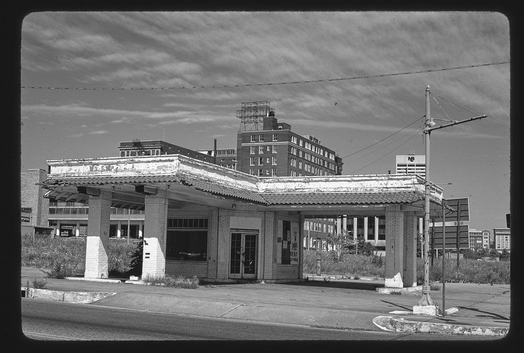 8 x 12 BW Photo of: Old gas station, 2nd & Vance, Memphis, Tennessee 1979 Roadside America Margolies, John 83y