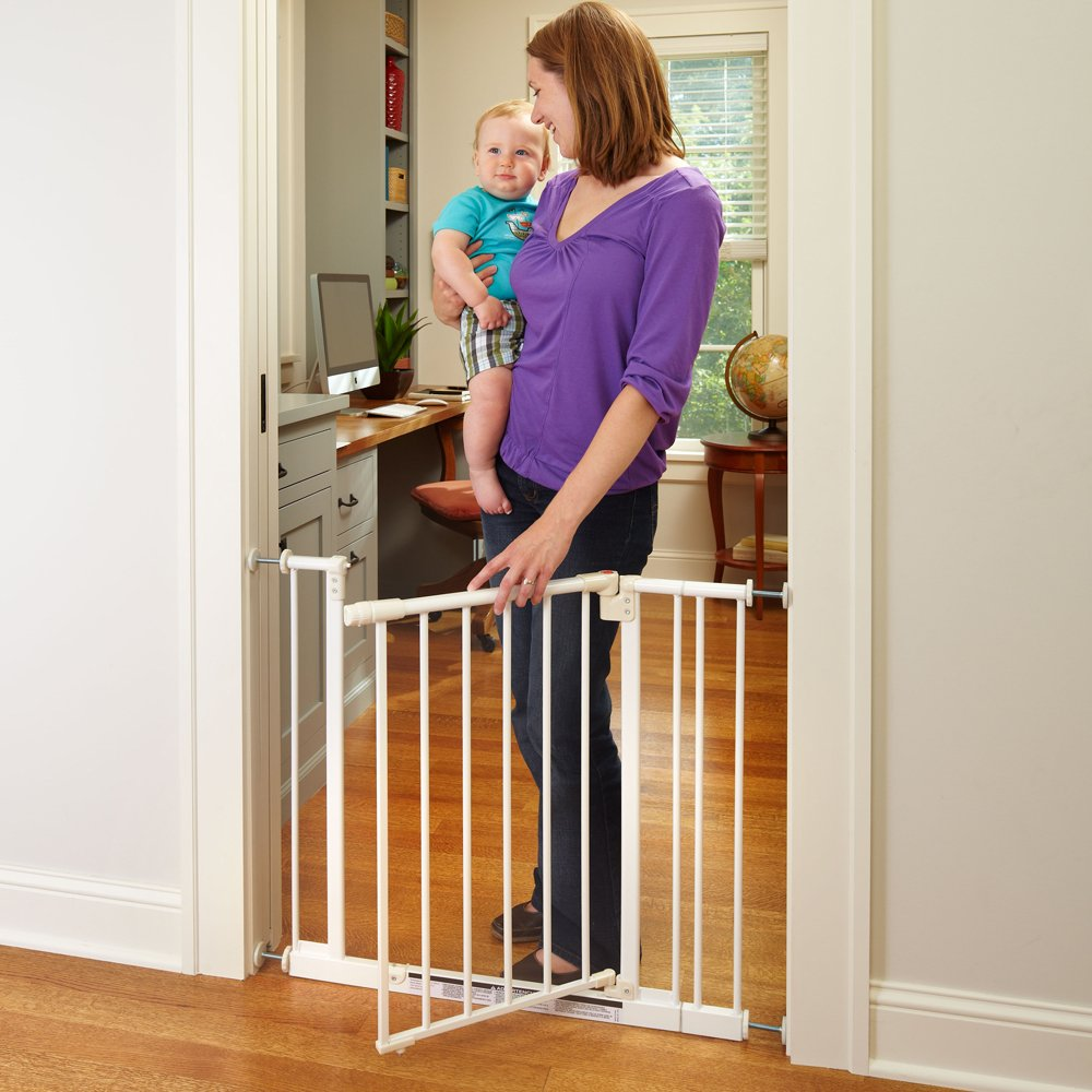 ''Easy-Close Gate'' by North States: The multidirectional swing gate with triple locking system - Ideal for doorways/between rooms. Pressure mount, fits openings 28'' to 38.5'' wide (29'' tall, Soft white) by North States (Image #3)