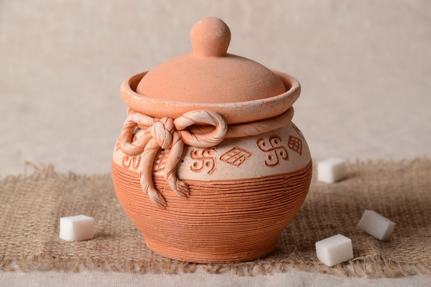 Small Handmade Ceramic Sugar Bowl Clay Pot With Lid Jar For Sugar Pottery Works