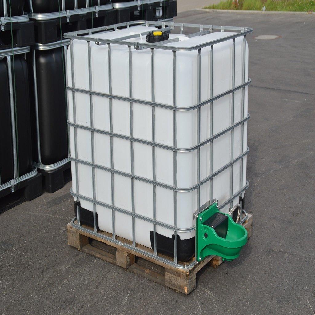 IBC Wassertank 1000L, Neue Blase auf Holzpalette mit Weidetränke und ...